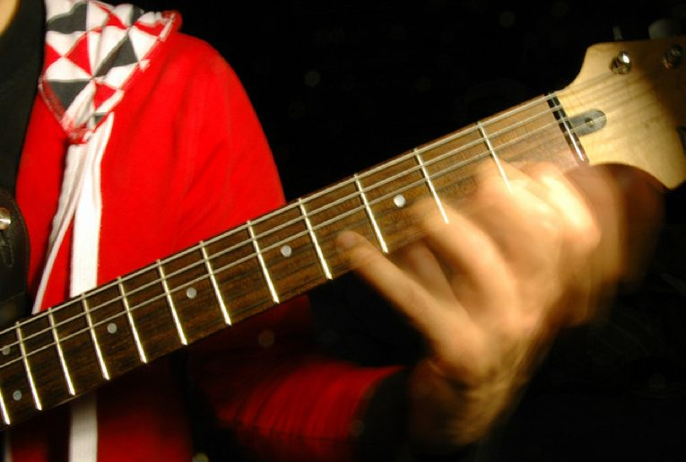 Learn to play fast guitar solos videos