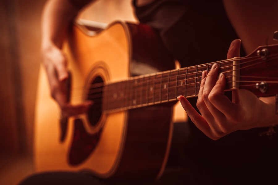 Today ill show you a nice acoustic fingerstyle blues arrangement