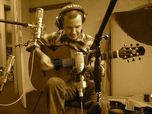 guitarplayer-recording-sepia